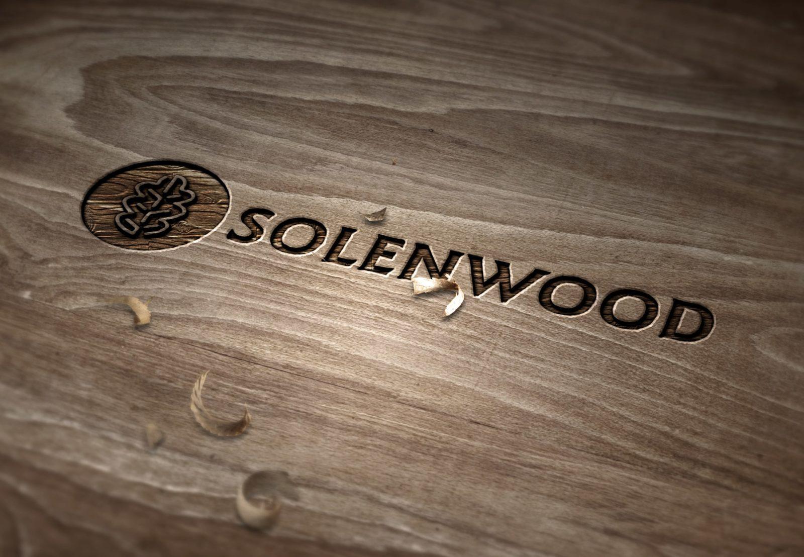 вырезанный логотип компании из дерева