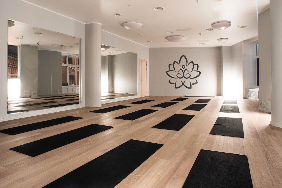 Логотип персонального тренера по йоге и фитнесу 11